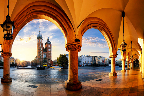 Main square and St Mary's Basilica in Krakow. TUI Discover Lakes & Mountains