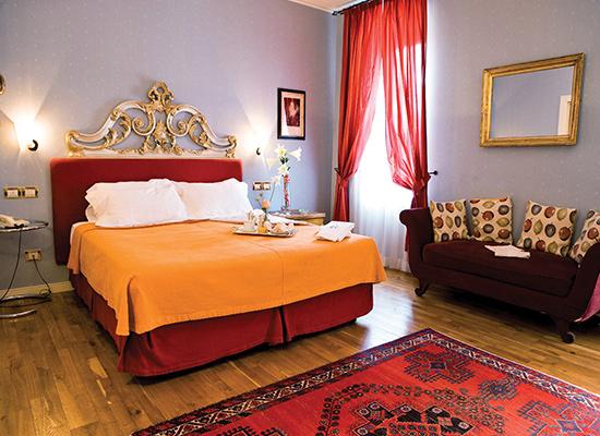 Hotel Regina Adelaide, Garda