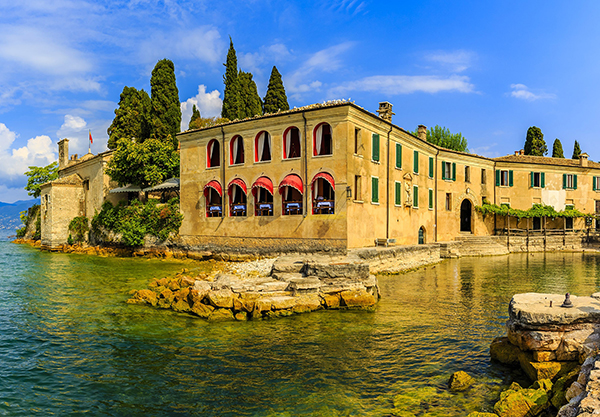 Waterfront villa in Garda Town